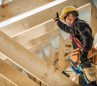 General residential contractor inspecting the roof of a home being built